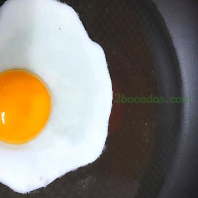 Cómo freír un huevo SIN QUE SALPIQUE