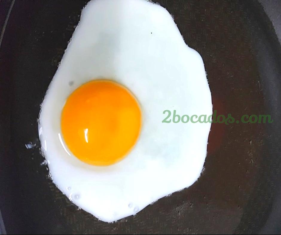 Como freir un huevo sin salpicar 1